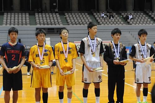優秀選手に選ばれた男子の7人(右から安平、田上、窪田、端、椎木、金津