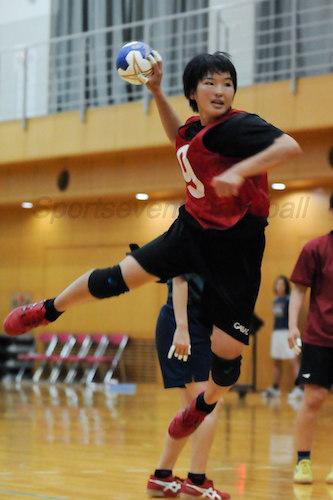 澤田(写真)ら複数のポジションでプレーできる選手は多い