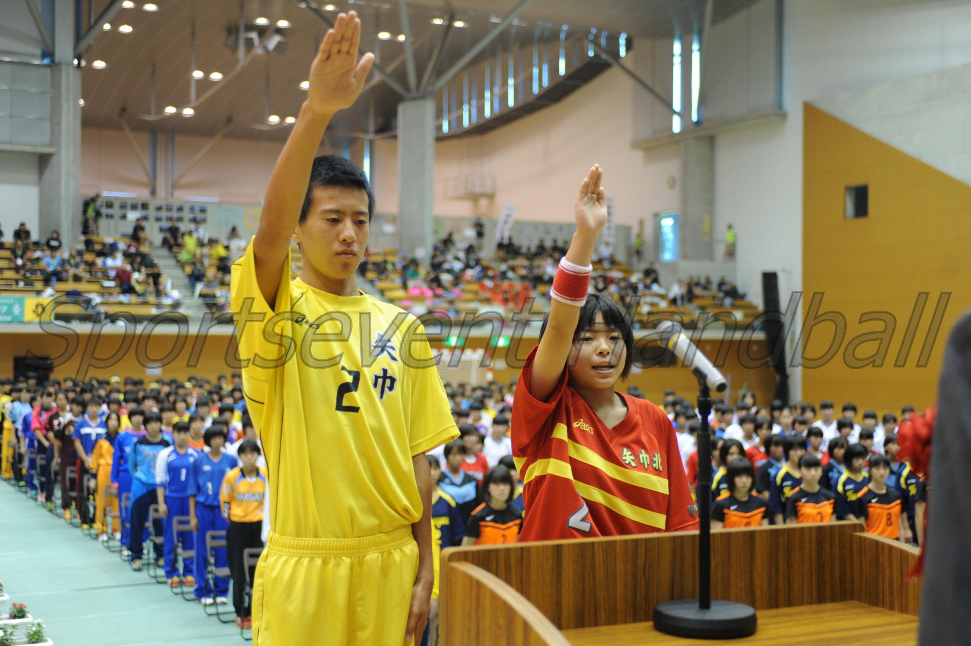 選手宣誓は、男子は矢巾中・安倍選手、女子は矢巾北中・廣田選手が行ないました。