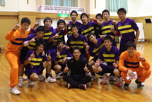 ついに夏の日本一を手にした藤代紫水セブンと小倉コーチ