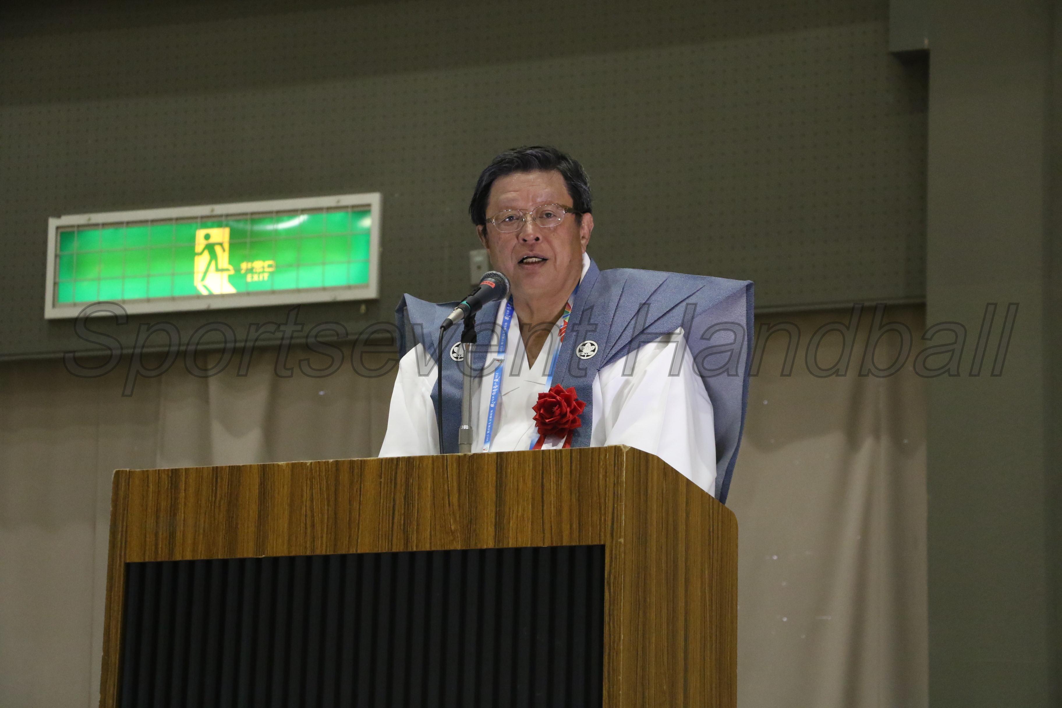 歓迎の言葉でひときわ注目を浴びたのが竹山修身堺市長。この日はお祭があり、この服装での出席となりました