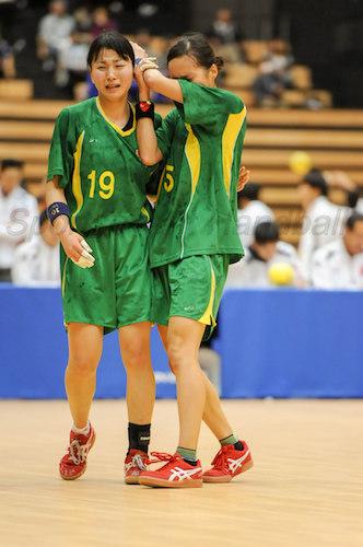 敗れはしたものの全力を尽くし涙を流す桐蔭横浜大セブン