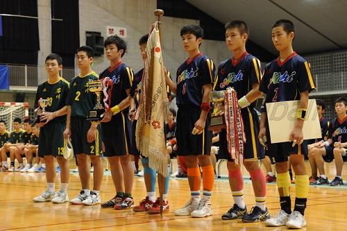 愛知は23日の開会式で返還した優勝旗を再び手にした