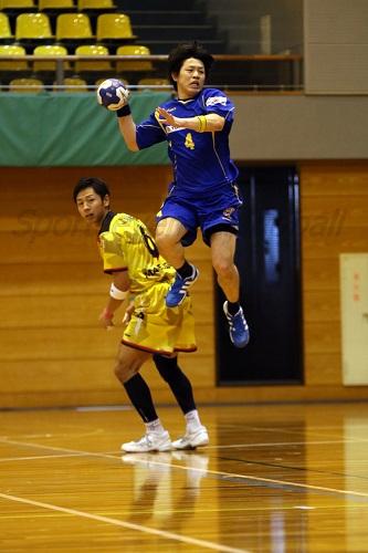 サイドでもセンターでもマルチに活躍する合成・野田が勝利へのキーマン