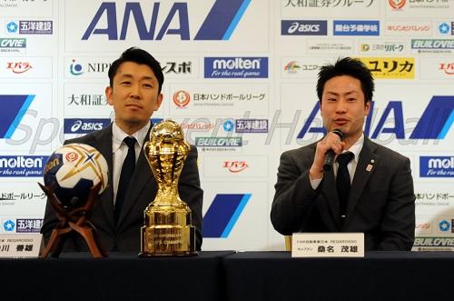 初のプレーオフ出場を果たした東日本は中川監督(左)と桑名選手が参加