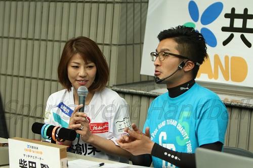 初参戦の赤プルさん(左)は地元・常総市への思いを語り、被災地支援を呼びかけた。右はナビゲーターを務めた柴田聡さん