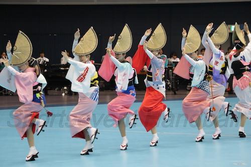 徳島と言えば「阿波踊り」。三味線や太鼓の伴奏に合わせて本場の踊りが披露された