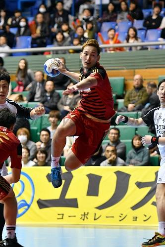 決勝点を決めるなど要所で得点した大崎・信太が大会MVPに選出された