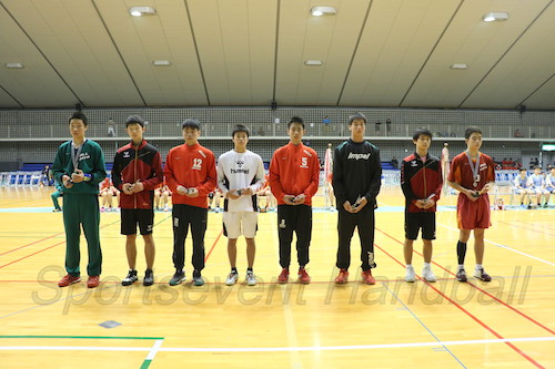 男子表彰選手の8人(左から大分・野上、愛知・森本、浦添・西原、山口・松本、浦添・伊禮、埼玉・狩野、愛知・三谷、大分・後藤)