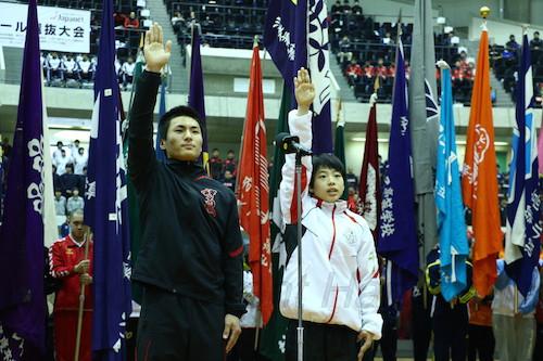 力強く地元大会での活躍を誓った神戸国際大附・青戸選手(左)と神戸星城・松本選手