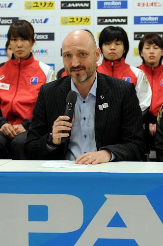 昨年6月に日本女子代表監督に就任し、初の記者会見となったキルケリー監督が日本代表への想いを語った