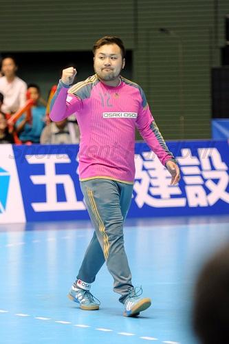 チームのピンチを救うまさに守護神らしい活躍を見せた大崎・木村は最高殊勲選手賞に輝いた