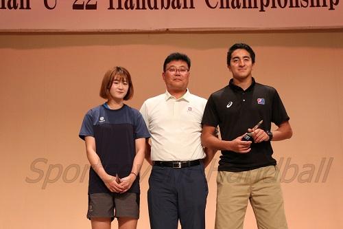 大会MVPを獲得した日本男子・牧野(写真右)