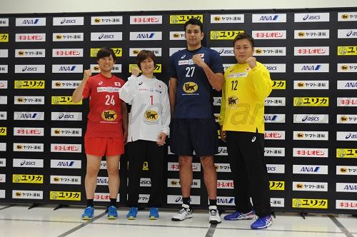 この日披露された新ユニフォーム。左から女子代表・原、GK飛田、男子代表・玉川、GK木村