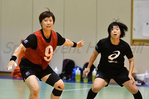 中央のDFを任されているキャプテン原(写真左)は、3月のアジア選手権でつかんだ手応えを胸に日韓戦へ