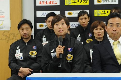2019年、20年を見据え、今大会での予選リーグ突破を誓った原キャプテン(写真中央)