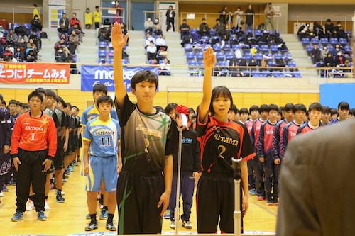 地元チームを代表して清黒選手(左)と荒井選手が選手宣誓をし、大会への抱負を述べた